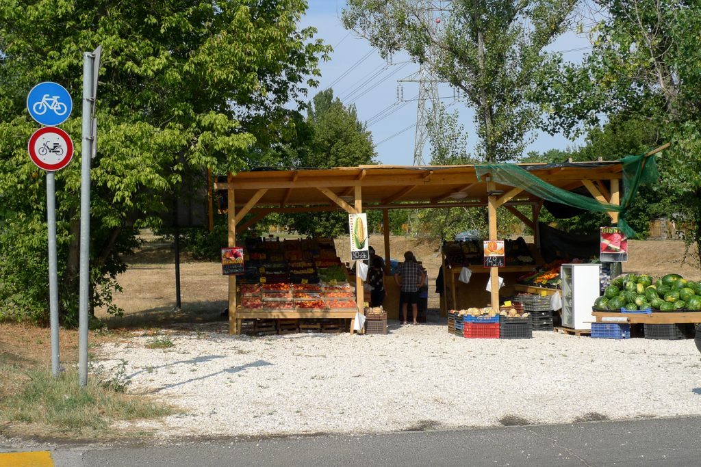 Fruit and vegetable shop at the exit from Budapest