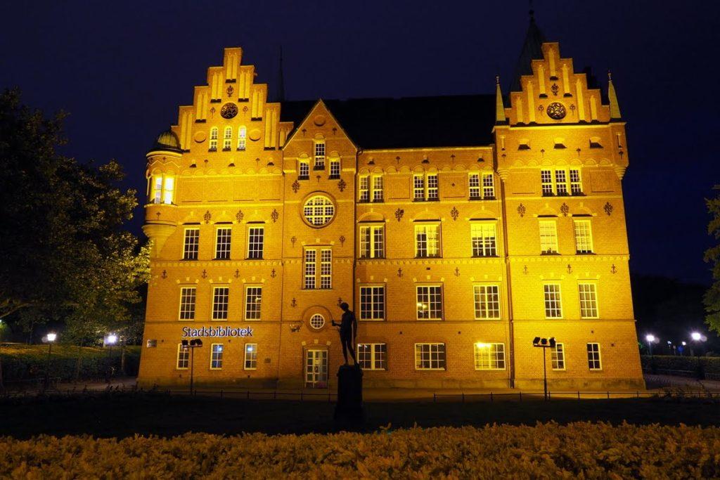 Malmo library at night
